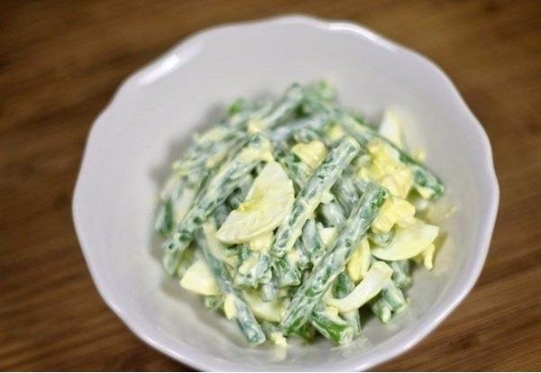 Вкусный салат получается из фасоли.