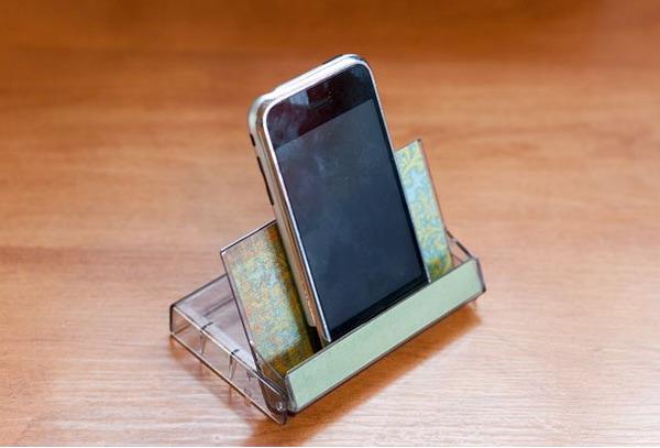 Подкассетник в роли подставки для телефона